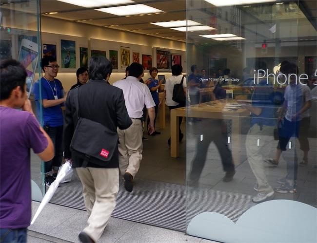 Haswell搭載MacBook Airを買い求める - Apple Store銀座の行列