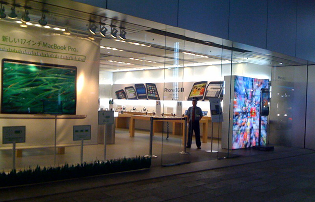 Apple Store, Ginza / 大型スクリーン